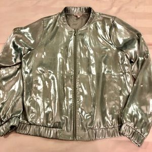 Preowned Gorgeous silver juicy couture size S 🤩